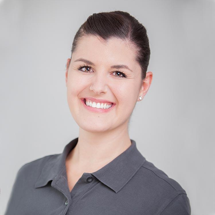 Portrait Hanna Allgeier - Rezeption, Prophylaxe, Assistenz bei Zahnarztpraxis Freiburg mundharmonie Zahngesundheit
