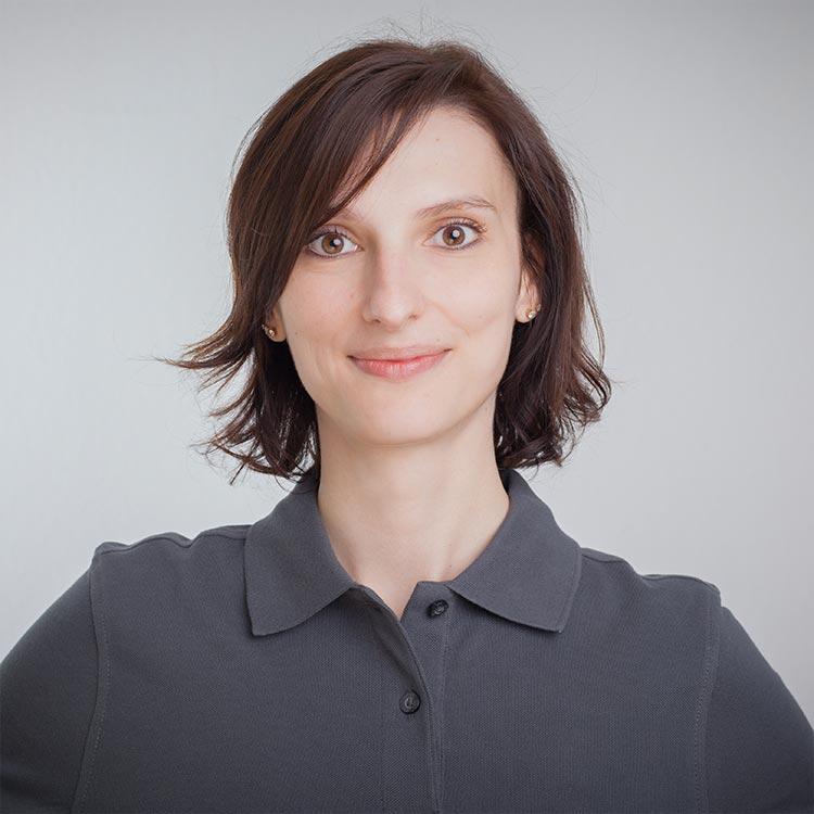 Portrait Margarita Assfalg - Dentalhygienikerin bei Zahnarztpraxis mundharmonie Zahngesundheit in Freiburg Tiengen