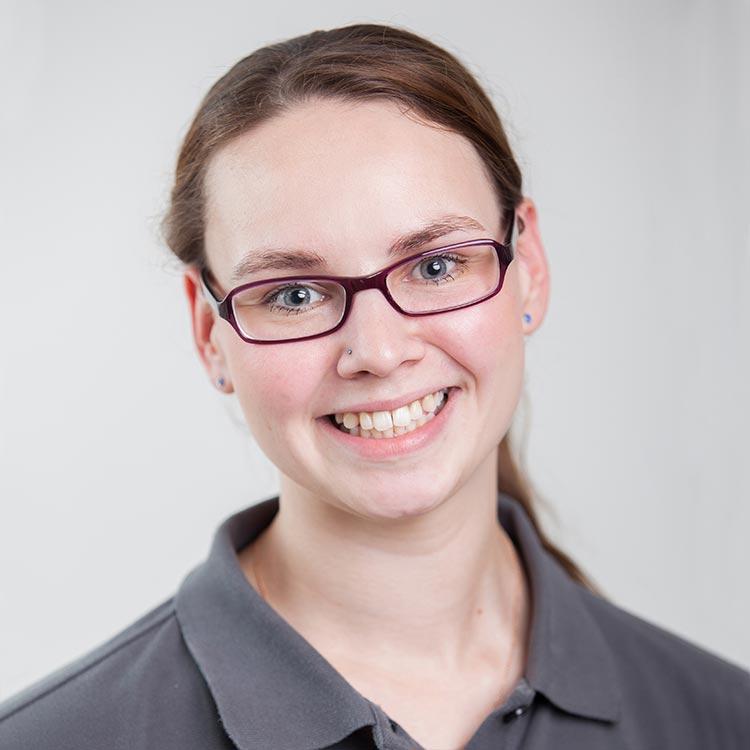 Portrait Rebecca Reinle - Assistenz, Rezeption bei Zahnarztpraxis mundharmonie Zahngesundheit in Freiburg Tiengen