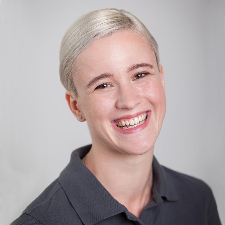 Portrait Tatjana Schneckener - Auszubildende bei Zahnarztpraxis mundharmonie Zahngesundheit in Freiburg Tiengen