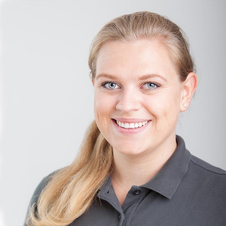 Portrait Christina Frisch - Assistenz mundharmonie Zahngesundheit - Zahnarzt Freiburg Tiengen
