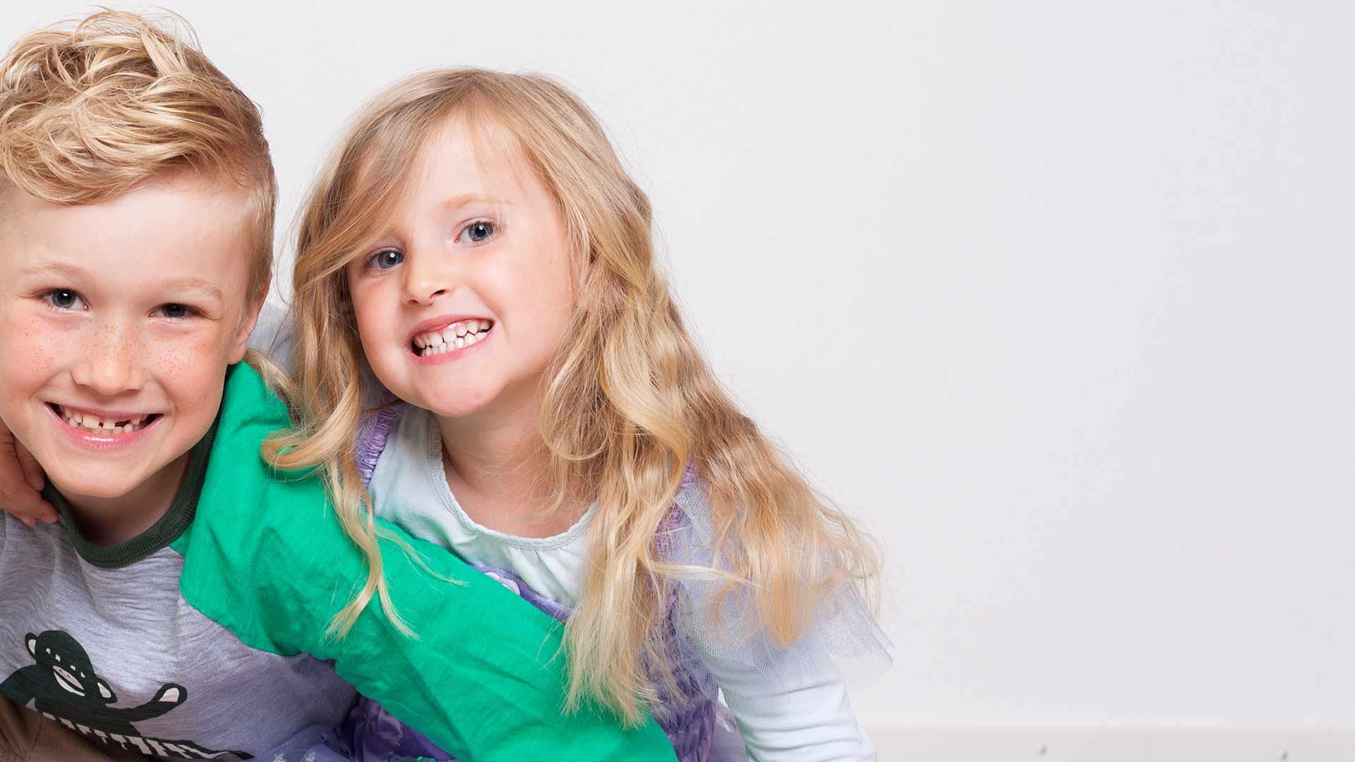 Kinderzahnheilkunde bei mundharmonie Zahngesundheit in Freiburg Tiengen - lächelnde Kinder