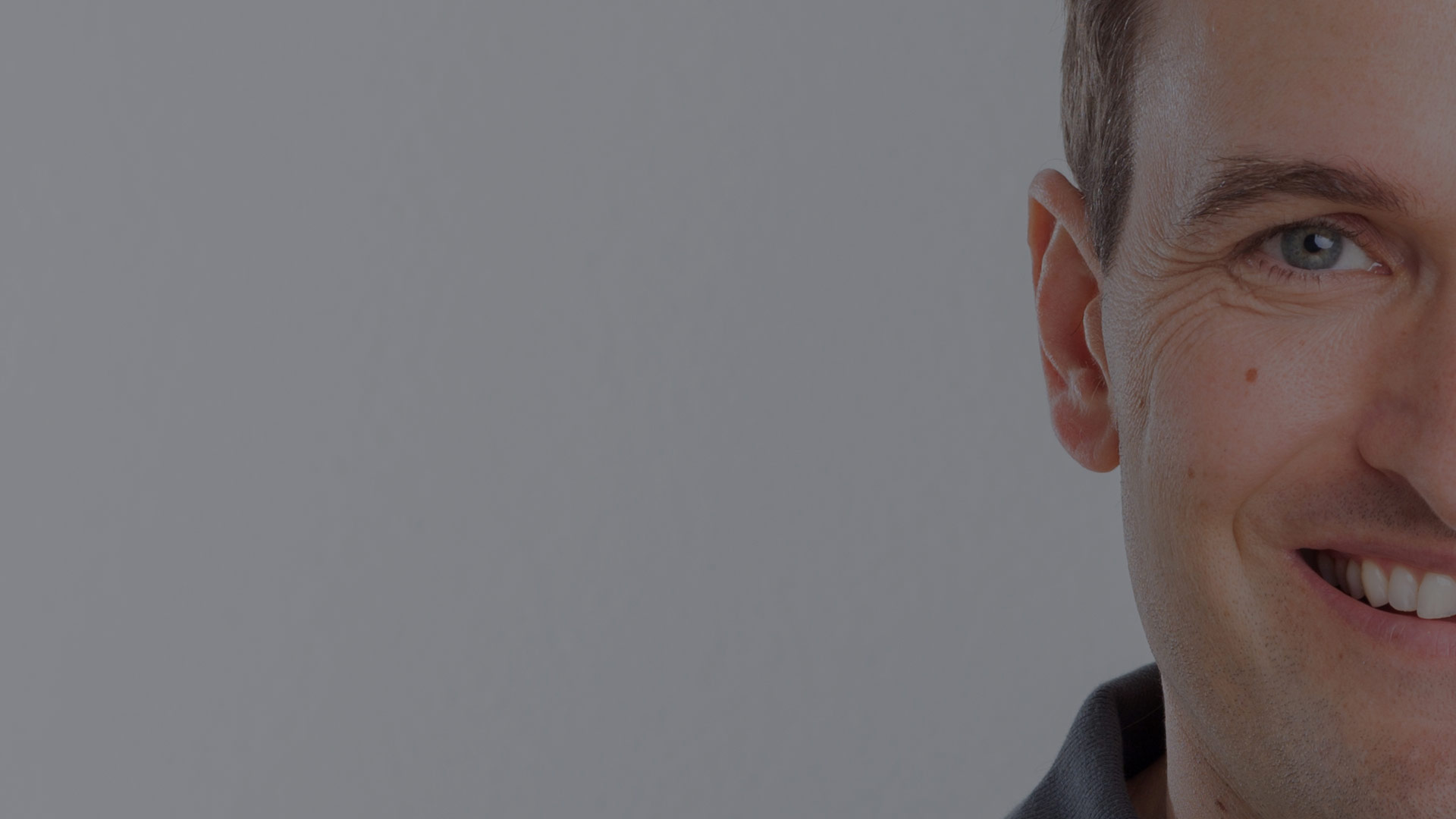 Michel Kujawski Zahnarzt Freiburg Tiengen mundharmonie Zahngesundheit Portrait für Slider Homepage